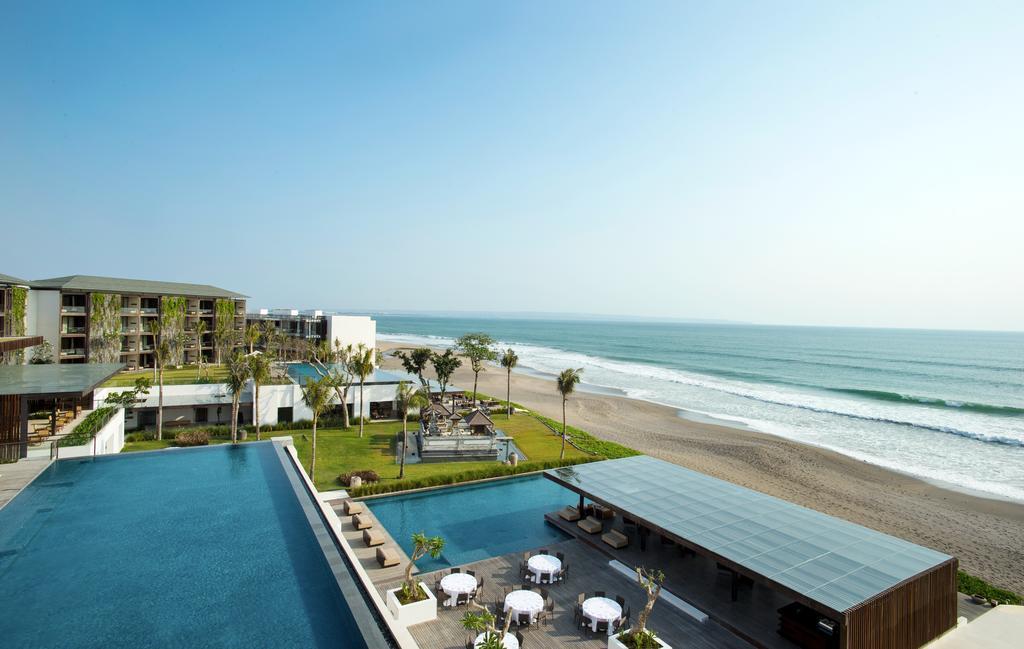 Best beachfront resorts in seminyak the bali bible for Best hotels in seminyak