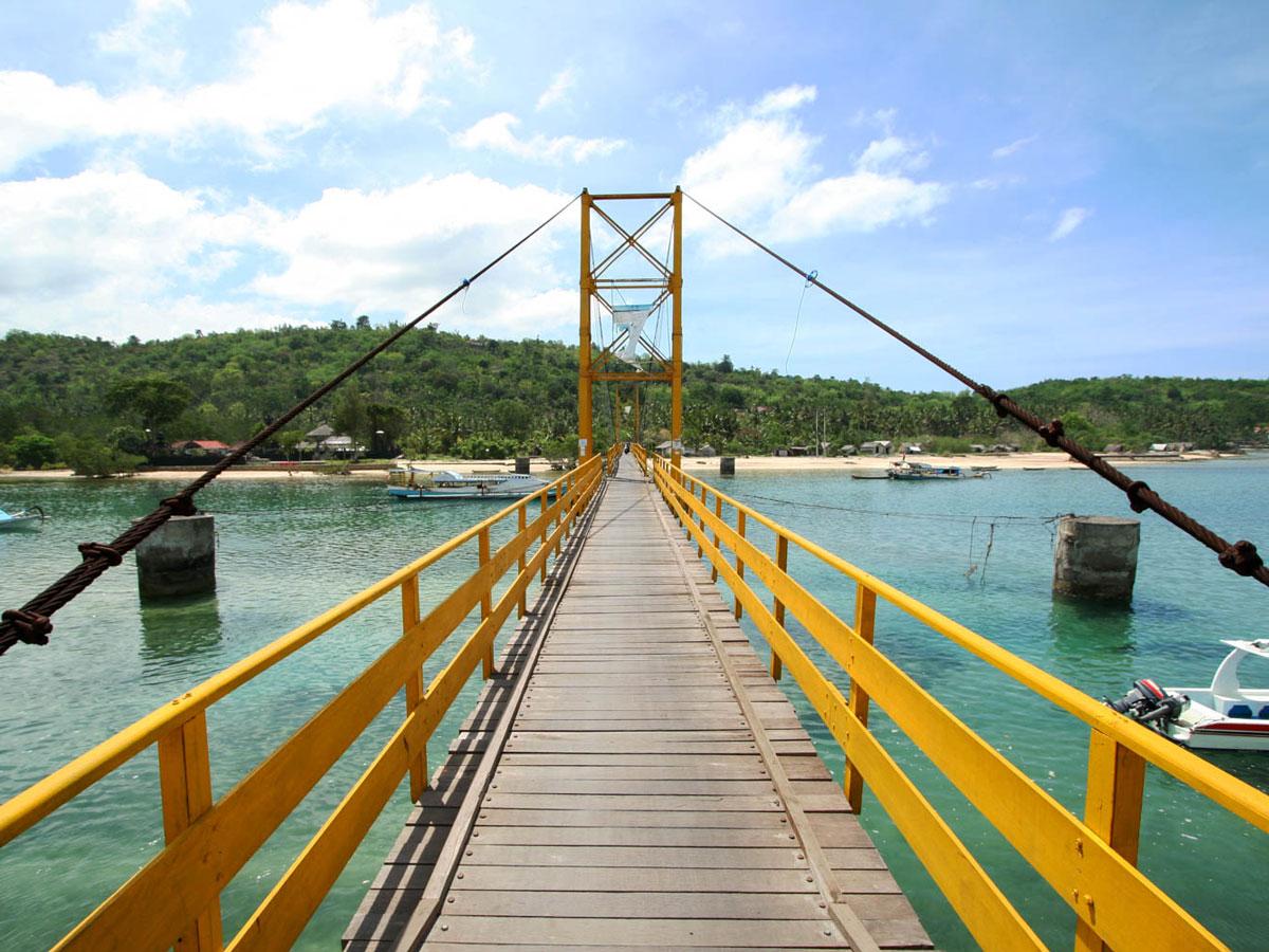 Hasil gambar untuk yellow bridge nusa lembongan